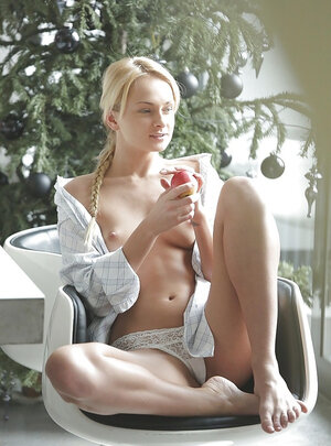 Sweet but dangerous Ivana enjoys her own body and sweet apple in the morning
