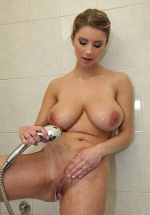 Czech hoe Katerina Hartlova has to wash large tits well before being carnal