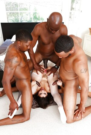 Black boys know what white kitten wants and furthermore fool around with her absolutely all together